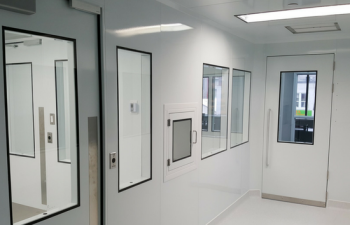 ISO 7 cleanroom sterile compounding_550x354