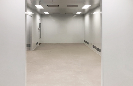 ISO 7 Cleanroom for Nutraceutical Industry - 550 x 354 - through door view