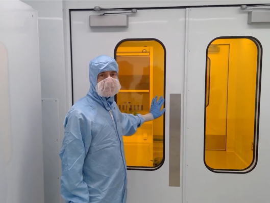 https://www.mecart-cleanrooms.com/wp-content/uploads/sites/2/2020/04/Yellow-Room-Cleanroom-Nanotechnology-1000-x-750-e1611864867672.png