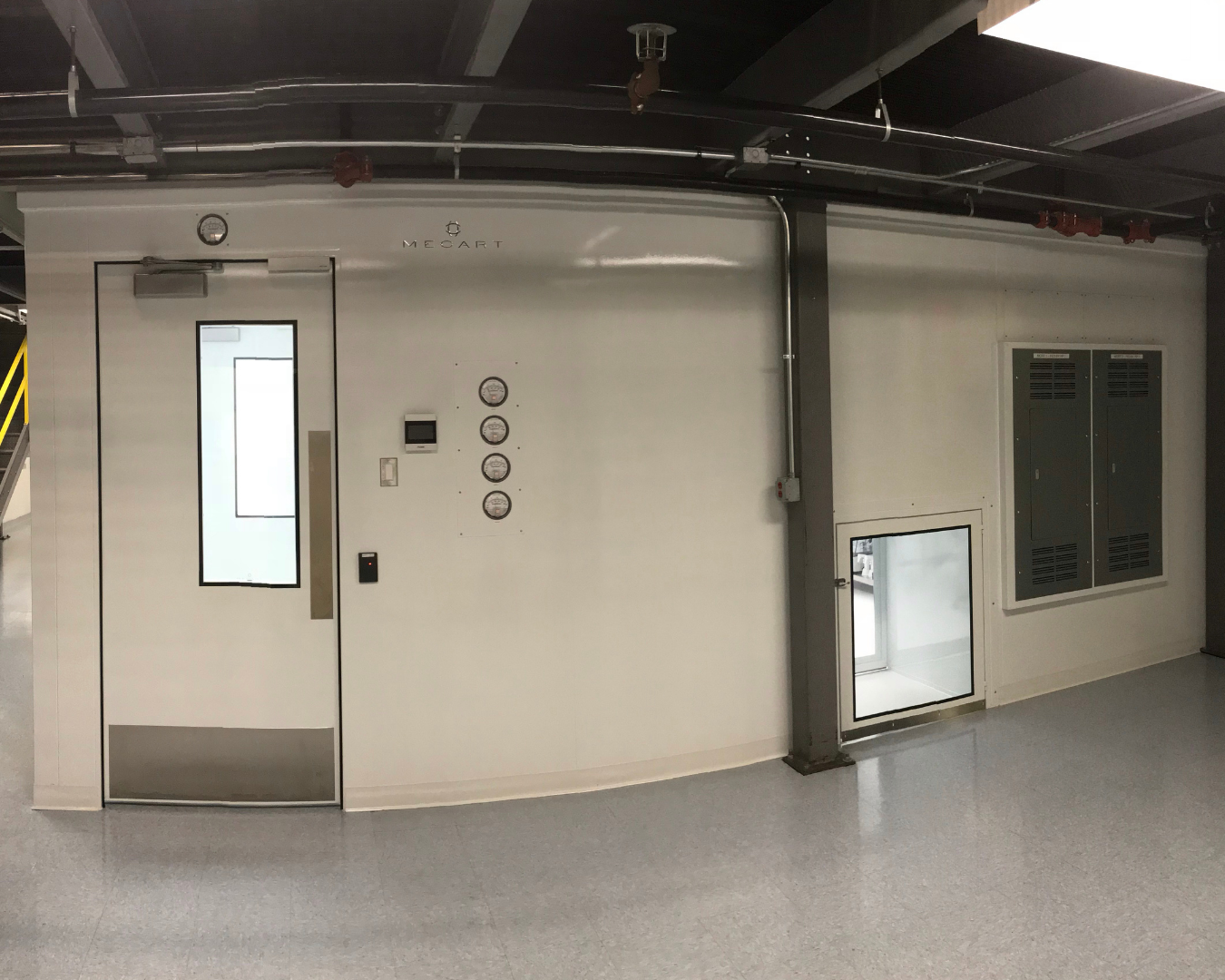 cell processing lab - Cell and Gene cleanroom 1350 x 1080